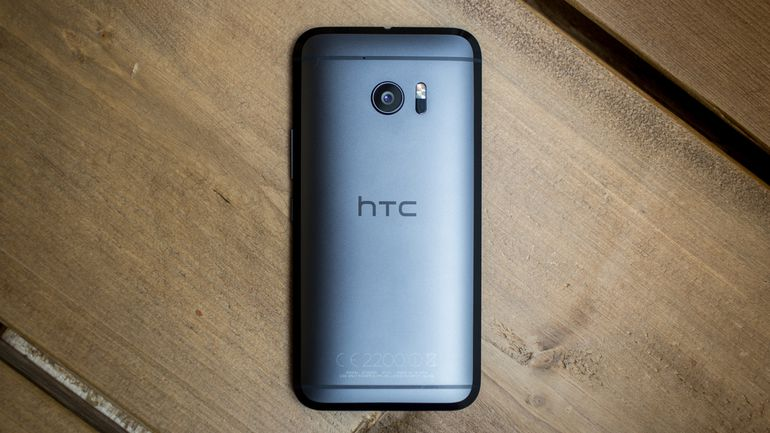 The HTC 10 will soon get the Oreo taste